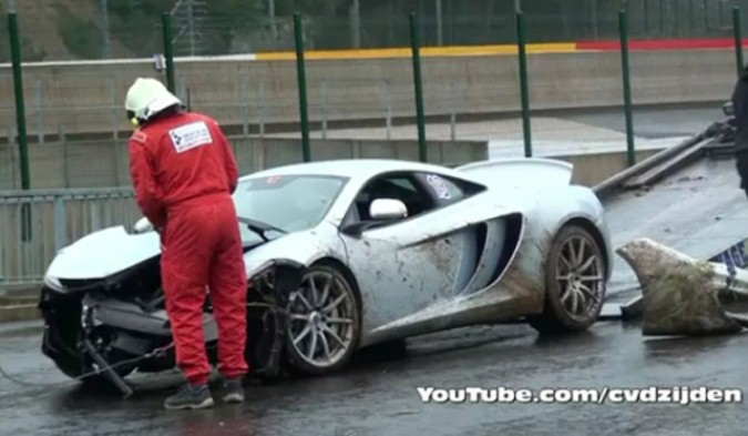 McLaren MP4-12C crasht op Francorchamps