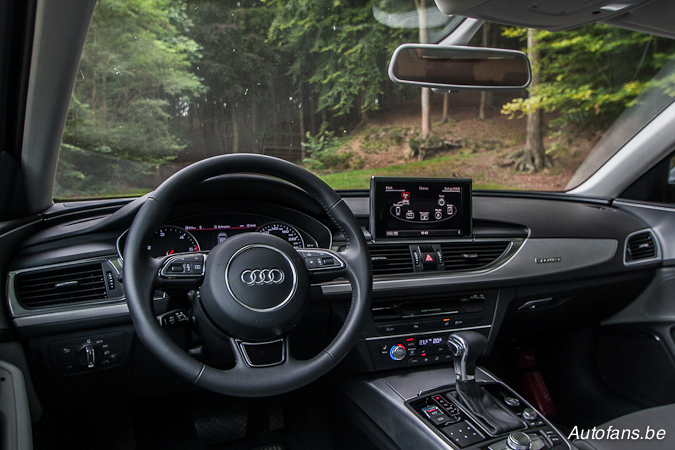 Rijtest audi a6 allroad quattro 3 0 tdi autofans for Audi a6 avant interieur