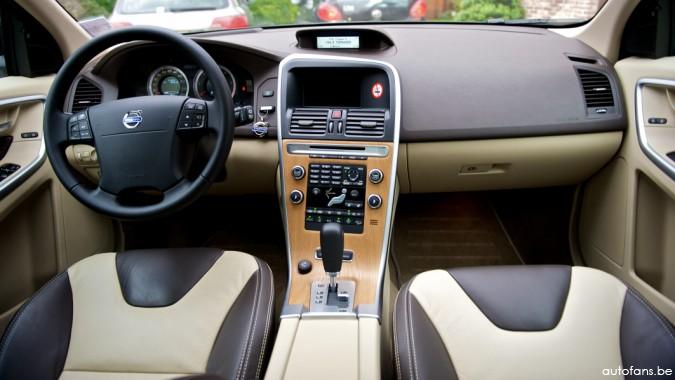 Rijtest volvo xc60 d5 geartronic autofans for Volvo xc60 interieur