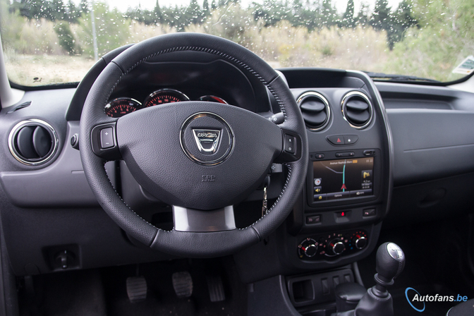 Rij impressie dacia duster 2013 autofans for Duster interieur