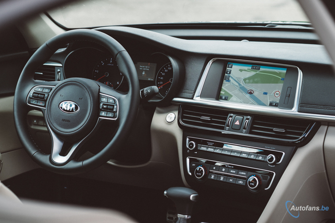 Kia-Optima-interieur