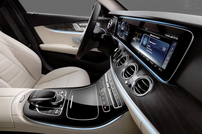 Mercedes toont interieur nieuwe e klasse autofans for Interieur mercedes a klasse