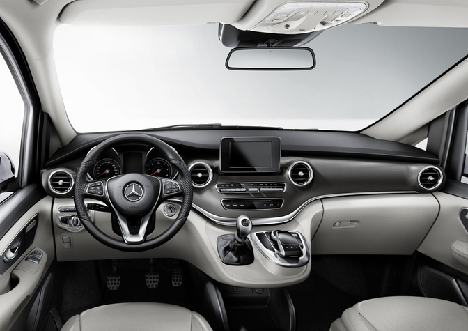 Rij impressie mercedes v klasse v 250 bluetec autofans for Interieur v klasse