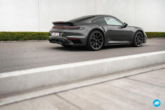 Porsche 911 Turbo S review rijtest 2020 video