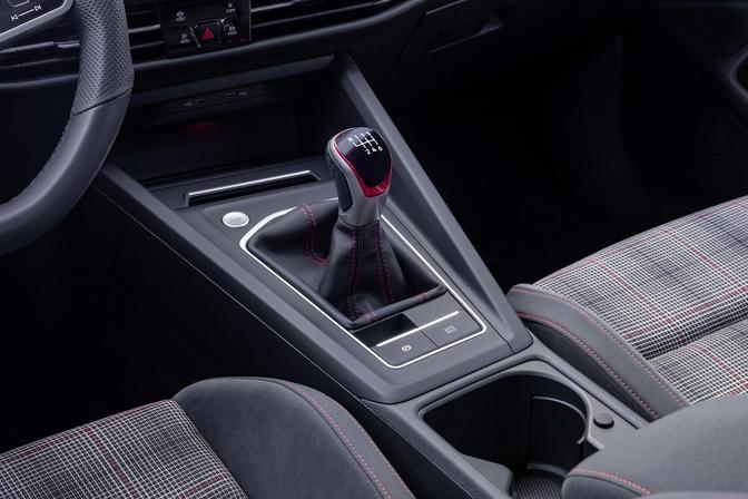 Volkswagen Golf GTI 2021 manuele versnellingspook