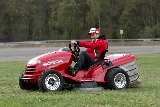 Honda S Snelste Grasmaaier Ter Wereld Race T In Spa Autofans