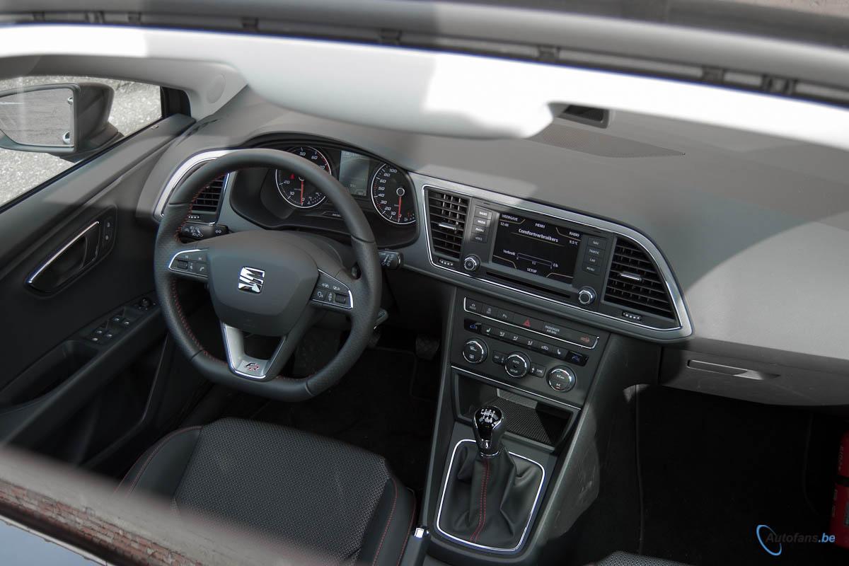 Seat leon st rijtest autofans for Interieur seat leon