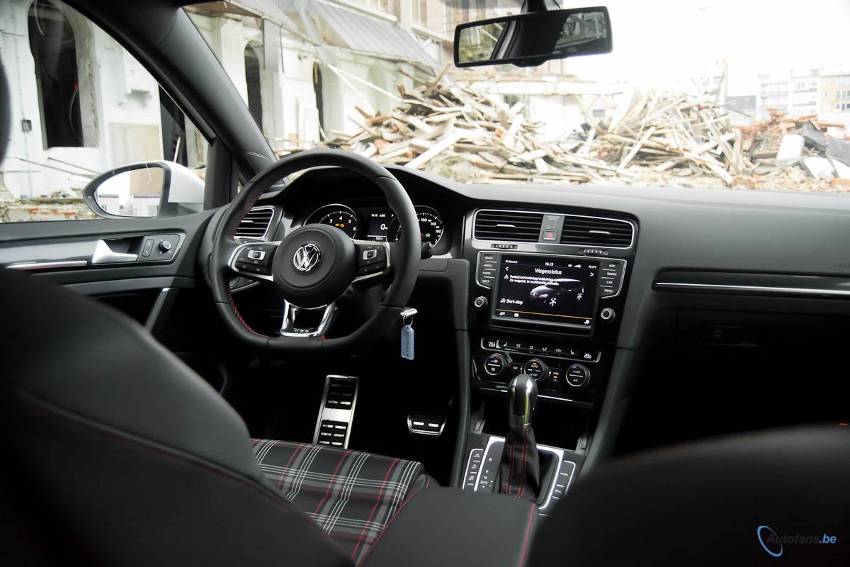 Volkswagen golf gti performance rijtest autofans for Interieur golf 7