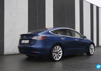 Tesla Model 3 blauw achterkant