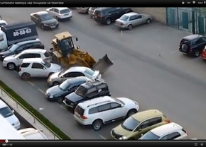 dronken achter het stuur van de bulldozer in rusland