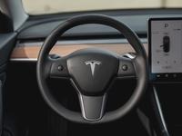 Tesla dashboard ruitenwissers juridisch wettelijk touchscreen