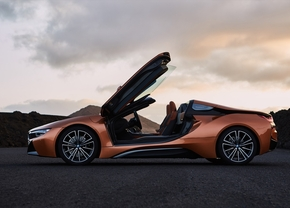 2017_bmw_i8_roadster_coupe_08