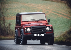 2018_classic_land_rover_defender_works_v8_05
