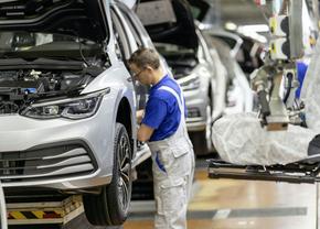 Volkswagen Golf ecall software problemen productie 2020