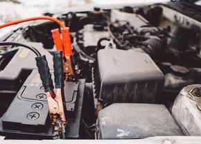 Corona lockdown auto batterij startkabels stilstaan problemen VAB