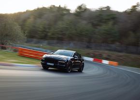 Porsche Cayenne Performance record Nürburgring 2021