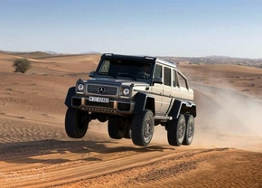 Mercedes G63 AMG 6x6 is even cool als hij belachelijk is