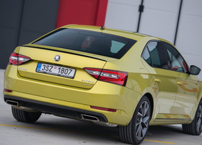 skoda-superb-sportline-dragon-skin-gold_02